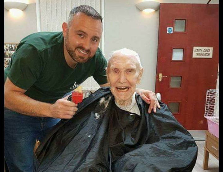 man sacrifices career to help soothe dementia patients with old school barber shop experience. Black Bedroom Furniture Sets. Home Design Ideas