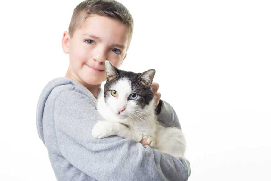 Bullied boy adopts kitty with same cleft lip, rare eye condition