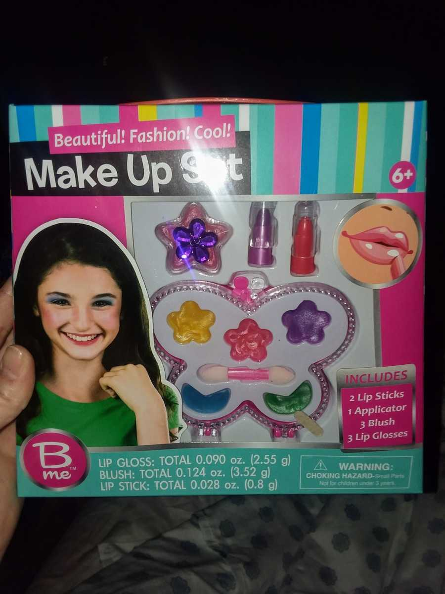Menina tem reação alérgica à cosmético