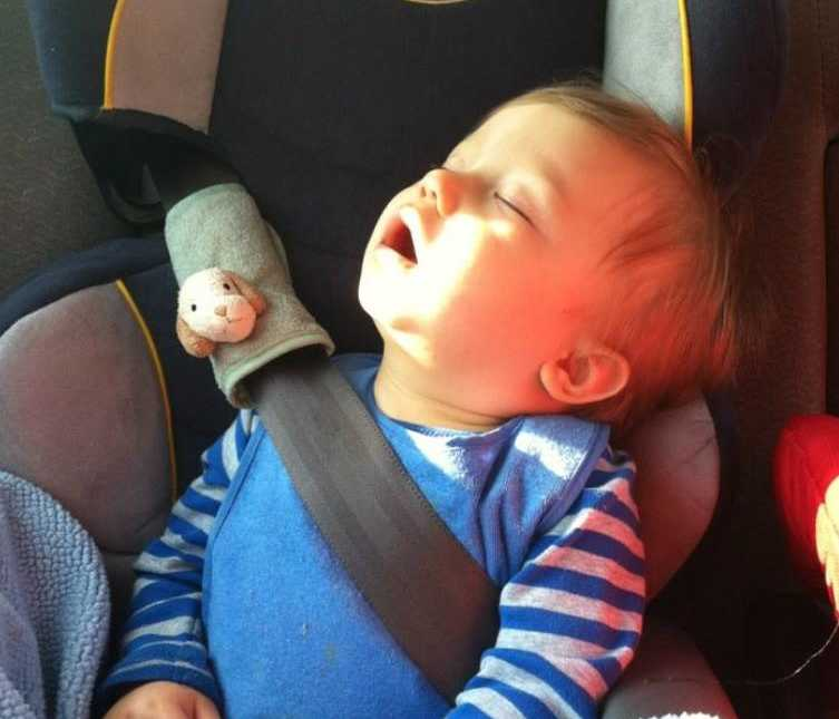 Mom warns other parents after son \'wiggled out of his car seat\' as ...