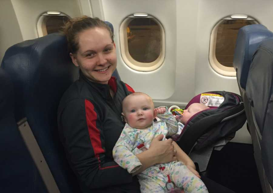 3f159c82a4d3 Struggling Mom Gets Eye Rolls from Everyone on Plane as Her Twin ...